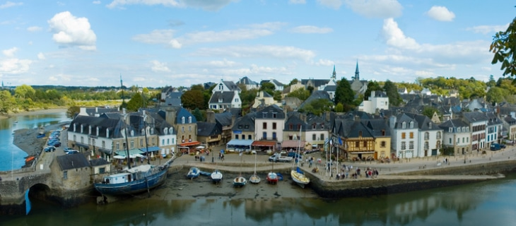 Photographie du port de Saint-Goustan à proximité d'Auray sous un ciel nuageux
