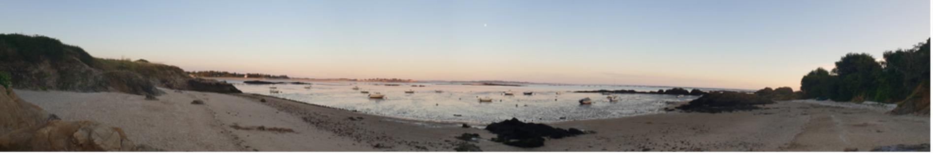Photographie d'un levé de soleil sur une petite plage de Damgan